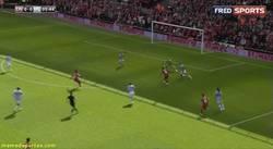 Enlace a GIF: Así es cómo Sterling en el minuto 5 encarrila la Premier para el Liverpool
