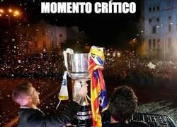 Enlace a Uno de los momentos críticos, Ramos con la Copa