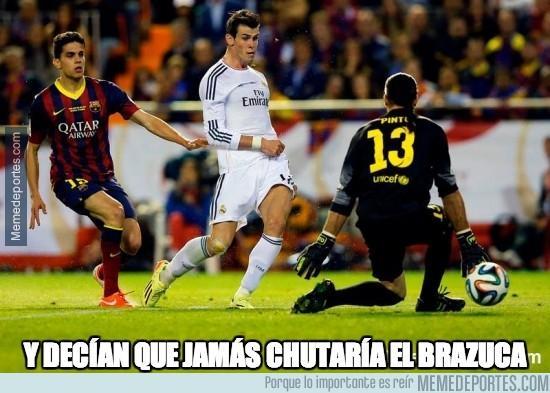 300813 - Bale no irá al mundial pero al menos ha marcado un gol con su balón. It's something
