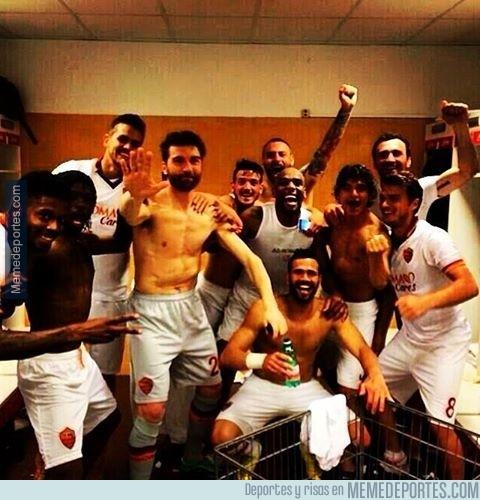 302708 - El año que viene veremos a la Roma en la Champions League. ¡Selfie para celebrarlo!