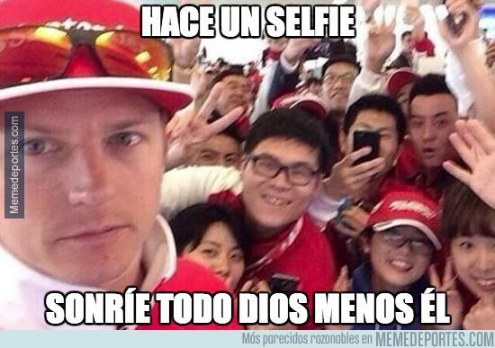 303218 - Qué chispa tiene Räikkönen, hasta haciendo selfies