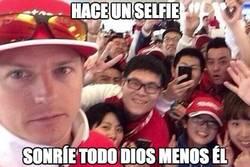 Enlace a Qué chispa tiene Räikkönen, hasta haciendo selfies