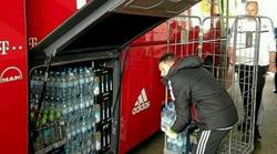 Enlace a Pep no confía ni en el agua del Madrid, la ha traído de Alemania