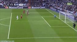 Enlace a GIF: Inesperado gol de Benzema al contrataque