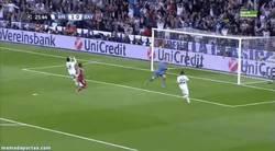 Enlace a GIF: Increíble fallo de Cristiano solo ante la portería. ¿Pasará factura al Madrid?