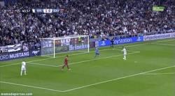 Enlace a GIF: Cristiano vacilando a Neuer
