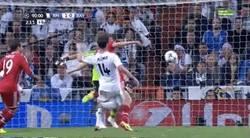 Enlace a GIF: La polémica del final del partido. ¿Penalti de Xabi Alonso a Müller?