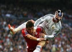 Enlace a El Rey Misterio haciendo de las suyas en el Bernabéu