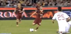 Enlace a GIF: Uno, dos... ¡Toma! Golazo de Pjanic ante el Milán