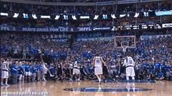 Enlace a GIF: Triple que da la victoria a los Dallas Mavericks sobre la bocina contra los Spurs