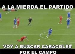 Enlace a Mientras tanto Gerrard en el gol de Ba por @llourinho