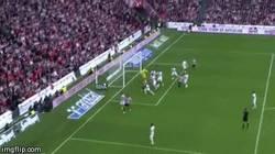 Enlace a GIF: Gol olímpico de Susaeta que adelanta al Athletic de Bilbao