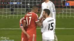 Enlace a GIF: Manotazo de Ribery a Carvajal. Se le ve nervioso al chaval
