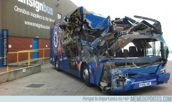 309817 - Así ha quedado el autobús del Chelsea