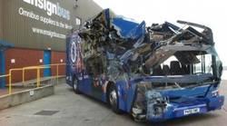 Enlace a Así ha quedado el autobús del Chelsea