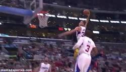 Enlace a GIF: Supermate de Blake Griffin contra Golden State Warriors
