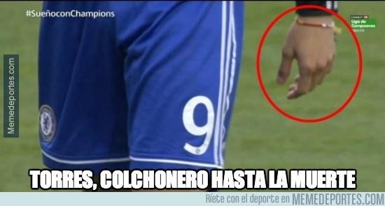 311759 - Torres llevó esta pulsera en el partido contra el Atleti