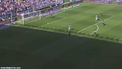 Enlace a GIF: Rodrigues marca el gol de la jornada y da los 3 puntos al Elche