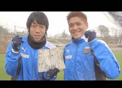 Enlace a VÍDEO: Kengo Nakamura y Yoshito Okubo imitan el super tiro de SuperCampeones