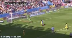Enlace a GIF: El gol de Barral que aprieta la liga al máximo