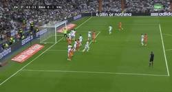Enlace a GIF: Cuidado con esto. ¡Gol de Mathieu que adelanta al Valencia!