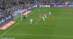 Enlace a GIF: Gol de Ramos, cómo no, de cabeza