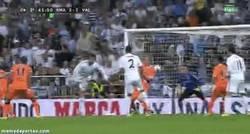 Enlace a GIF: Brutal golazo de Cristiano de tacón a la media vuelta