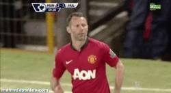 Enlace a GIF: Histórico. Último partido de Giggs en Old Trafford. Se auto cambia. ETERNO