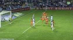 Enlace a GIF: Ojito. Este gol de Osorio puede hacer perder una liga