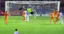 Enlace a Pobre Iker, un partido que juega titular...