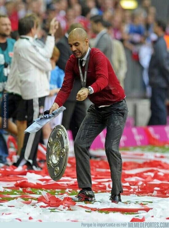 315558 - Guardiola haciendo un Sergio Ramos