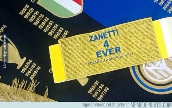 315561 - Éste es el brazalete de capitán que Zanetti utilizará en su último partido con el Inter
