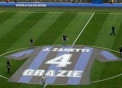 Enlace a Espectacular camiseta gigante para homenajear a Zanetti