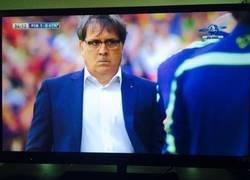 Enlace a Tata ni se cree el gol que acaba de marcar Alexis