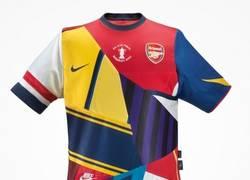 Enlace a Conmemorando su 20 aniversario con la marca Nike, Arsenal saca su nuevo uniforme