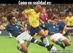 Enlace a Ronaldo vs Maldini y Cannavaro