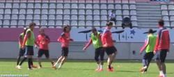 Enlace a GIF: Ibrahimovic se lo sigue pasando en grande en los entrenamientos