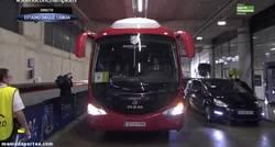 Enlace a GIF: El Atleti ya ha plantado su autobús en Lisboa