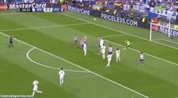 Enlace a GIF: Casillas saliendo a por fresas y gol de Godín que adelanta al Atleti