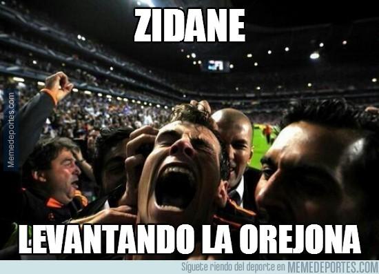 323805 - Zidane levantando la orejona