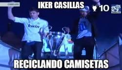 Enlace a Iker Casillas reciclando camisetas en la celebración