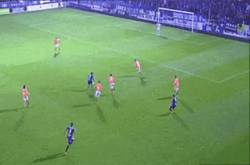 Enlace a GIF: Este golazo de Jota Peleteiro le da el ascenso al Eibar
