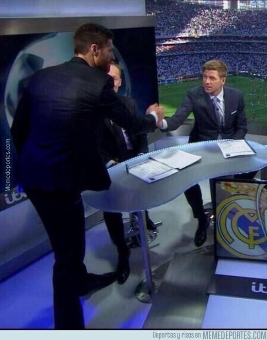 325135 - El reencuentro de Xabi Alonso y Steven Gerrard en el Estadio da Luz