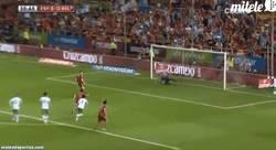 Enlace a GIF: El gol de penalti de Torres. Medio a lo Panenka