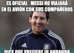 Enlace a OFICIAL. Messi no viajará en el avión con sus compañeros