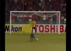 Enlace a GIF: El penalti mejor tirado de la historia
