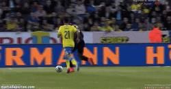 Enlace a GIF: Lukaku afinando su puntería para el Mundial frente a Suecia