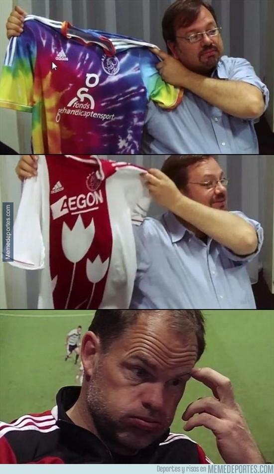 331367 - La marca que viste al Ajax les juega una broma con las supuestas nuevas y horribles camisetas