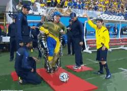 Enlace a GIF: Momento emotivo en la Ceremonia del Mundial