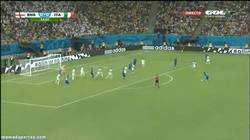 Enlace a GIF: Primer gol de Italia, lo marca Marchisio
